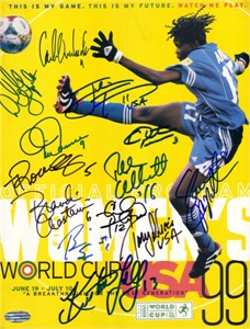 1999 US Women's World Cup Soccer Team autographed program (Brandi Chastain Julie Foudy Mia Hamm Kristine Lilly Christie Rampone)