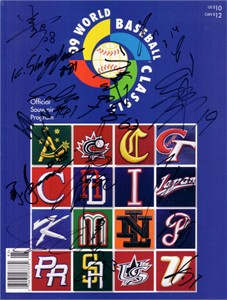 2009 Japan team autographed World Baseball Classic program (Yu Darvish Akinori Iwamura)