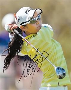 Ai Miyazato autographed 8x10 golf photo