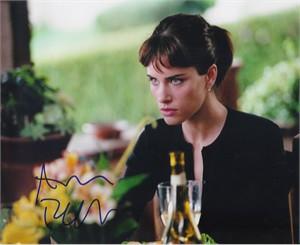 Amanda Peet autographed 8x10 photo