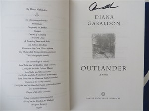 Diana Gabaldon autographed Outlander softcover book