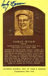 Early Wynn autographed Baseball Hall of Fame plaque postcard
