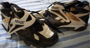 Frank Thomas autographed 1995 Chicago White Sox game used or worn Reebok Big Hurt baseball turf shoes