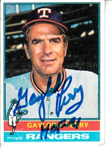 Gaylord Perry autographed Texas Rangers 1976 Topps card (MLB authenticated)