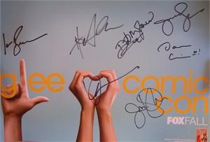 Glee cast autographed 2011 Comic-Con poster (Jane Lynch Harry Shum Jr. Jenna Ushkowitz)