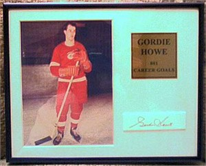 Gordie Howe autograph framed with Detroit Red Wings 5x7 photo