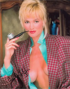 Janet Jones Gretzky autographed sexy Playboy 8x10 cleavage photo