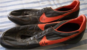 Jeffrey Leonard early 1980s San Francisco Giants game worn Nike spikes