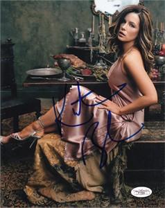 Kate Beckinsale autographed sexy 8x10 photo (JSA)