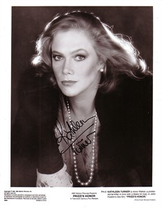 Kathleen Turner autographed Prizzi's Honor black & white 8x10 photo