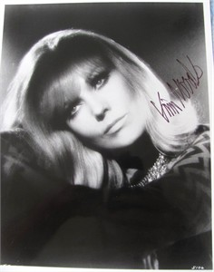 Kim Novak autographed 8x10 portrait photo