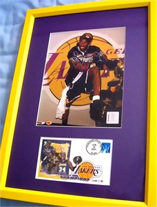 Kobe Bryant autographed Los Angeles Lakers 2001 NBA Champions 8x10 photo framed with cachet