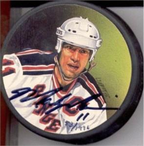 Mark Messier autographed New York Rangers photo puck (Steiner)