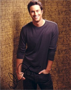 Oliver Hudson autographed 8x10 portrait photo
