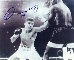 Oscar De La Hoya autographed 8x10 vintage boxing photo dated 99