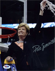 Pat Summitt autographed Tennessee Lady Vols 2007 National Championship 8x10 photo (PSA/DNA)