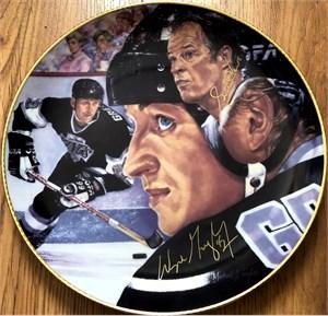 Wayne Gretzky & Gordie Howe autographed Gartlan plate (limited edition 1851)