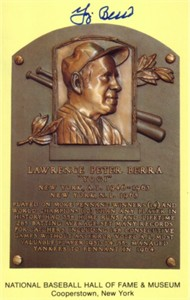 Yogi Berra autographed Baseball Hall of Fame plaque postcard (JSA)
