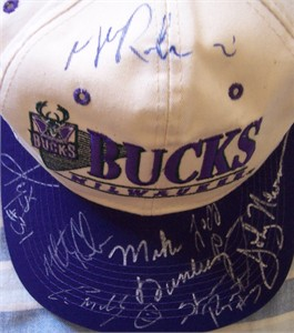 1995-96 Milwaukee Bucks team autographed cap or hat (Vin Baker Glenn Robinson)