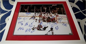1980 Miracle on Ice USA Olympic Hockey Team autographed 16x20 poster size photo with Al Michaels matted & framed (Grandstand)