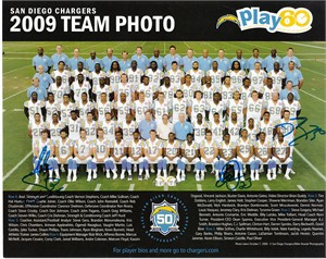 2009 San Diego Chargers autographed team photo (David Binn Quentin Jammer Mike Scifres)