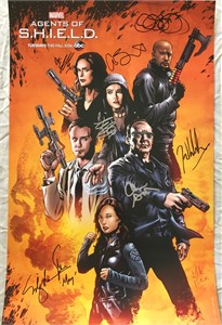 Agents of SHIELD cast autographed 2016 Comic-Con poster (Chloe Bennet Clark Gregg Ming-Na Wen)