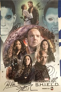 Agents of SHIELD cast autographed 2018 Wondercon poster (Chloe Bennet Elizabeth Henstridge Henry Simmons Ming Na Wen)