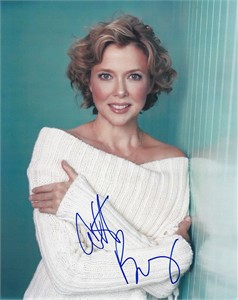 Annette Bening autographed 8x10 portrait photo