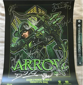 Arrow cast autographed 2017 Comic-Con poster (Stephen Amell Katie Cassidy Willa Holland David Ramsey Emily Bett Rickards)