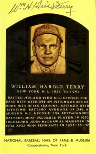 Bill Terry autographed Baseball Hall of Fame plaque postcard