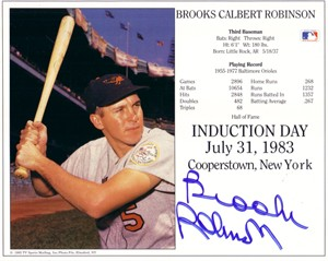 Brooks Robinson autographed Baltimore Orioles 8x10 Hall of Fame photo card