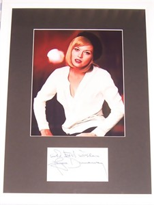 Faye Dunaway autograph matted & framed with vintage 8x10 photo