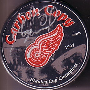 Igor Larionov autographed Detroit Red Wings 1998 Stanley Cup Champions puck