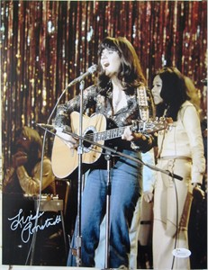 Linda Ronstadt autographed 11x14 photo playing acoustic guitar (JSA)