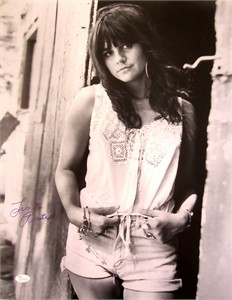 Linda Ronstadt autographed 16x20 poster size black and white photo (JSA)