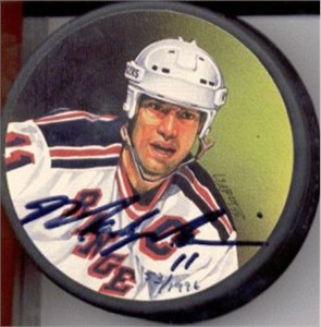 Mark Messier autographed New York Rangers photo puck #53/1996 (Steiner)