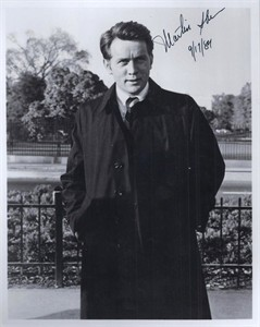 Martin Sheen autographed vintage 8x10 black & white photo dated 9/17/84 (PSA/DNA)