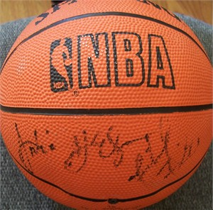 Michael Finley & Antonio McDyess autographed NBA mini basketball