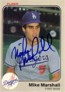 Mike Marshall autographed Los Angeles Dodgers 1983 Fleer card