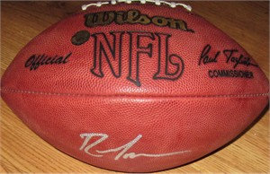 Randy Moss autographed NFL game model football (Schwartz Sports)