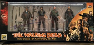 Robert Kirkman autographed Walking Dead Rick Grimes 2018 Comic-Con exclusive bloody action figure set