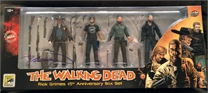 Robert Kirkman autographed Walking Dead Rick Grimes 2018 Comic-Con exclusive action figure set
