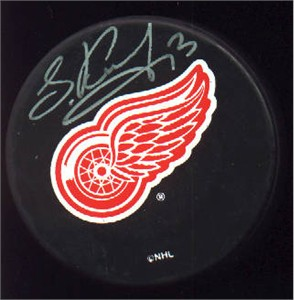 Vyacheslav (Slava) Kozlov autographed Detroit Red Wings puck