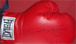 Sugar Ray Leonard autographed Everlast boxing glove